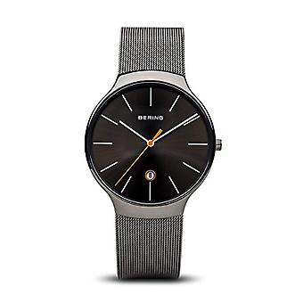 Bering Unisex Quartz analog klocka med rostfritt stål band 13338-077