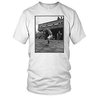 Skater Handstand - B&W Skateboarder Skateboard Mens T Shirt