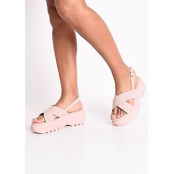 Atravessar a plataforma robusta sandálias cor de rosa