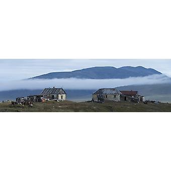Gebäude bei zweifelhaften Dorf Wrangel Island Russland Poster Print