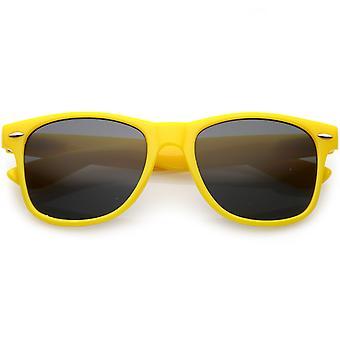 Moderne Horn umrandeten Sonnenbrille Wide Waffenplatz Neutral farbige Linse 52mm