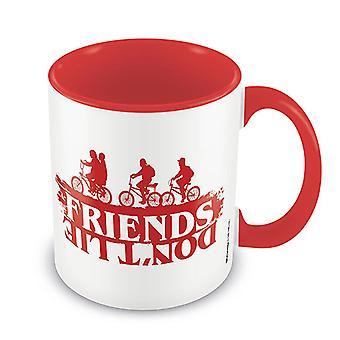 Stranger Things Tasse Friends Don't Lie weiß & rot, bedruckt, aus Keramik, Fassungsvermögen ca. 315 ml..