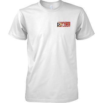Timor Oriental Grunge país nombre efecto de bandera - hombres pecho diseño camiseta