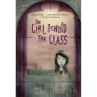 La jeune fille derrière le verre