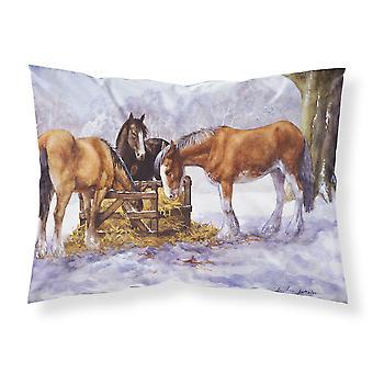 Caballos comiendo heno en la funda de almohada estándar de nieve tela