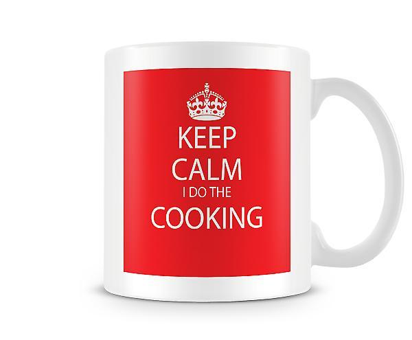 Hålla lugn jag gör matlagning tryckta mugg