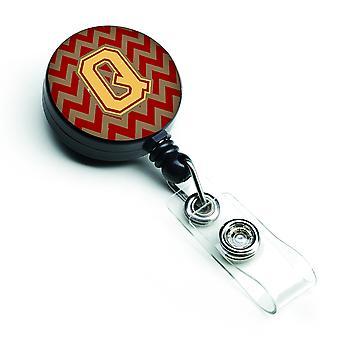 Carrete retráctil insignia letra Q Chevron granate y oro