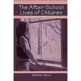 Afterschool livet av barn ensam och med andra medan föräldrarna arbete av Belle & Deborah