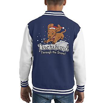 Daschund a través de Varsity Jacket la nieve niños