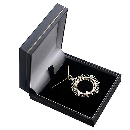 9ct Gold 35mm Full Sovereign mount with a diamond cut Bezel Pendant with a curb Chain 16 inches Only Suitable for Children