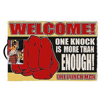 ¡Un golpe de Punch Man Doormat Un golpe es más que suficiente! impreso, hecho de fibra de coco, en la parte inferior de PVC.