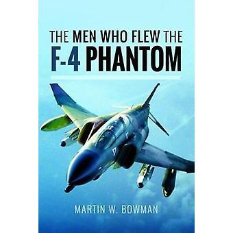 De mænd, der fløj den Phantom F-4 af Martin W. Bowman - 9781526705846