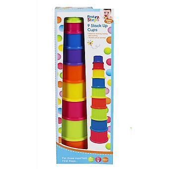 Première pile colorée des étapes 9 tasses