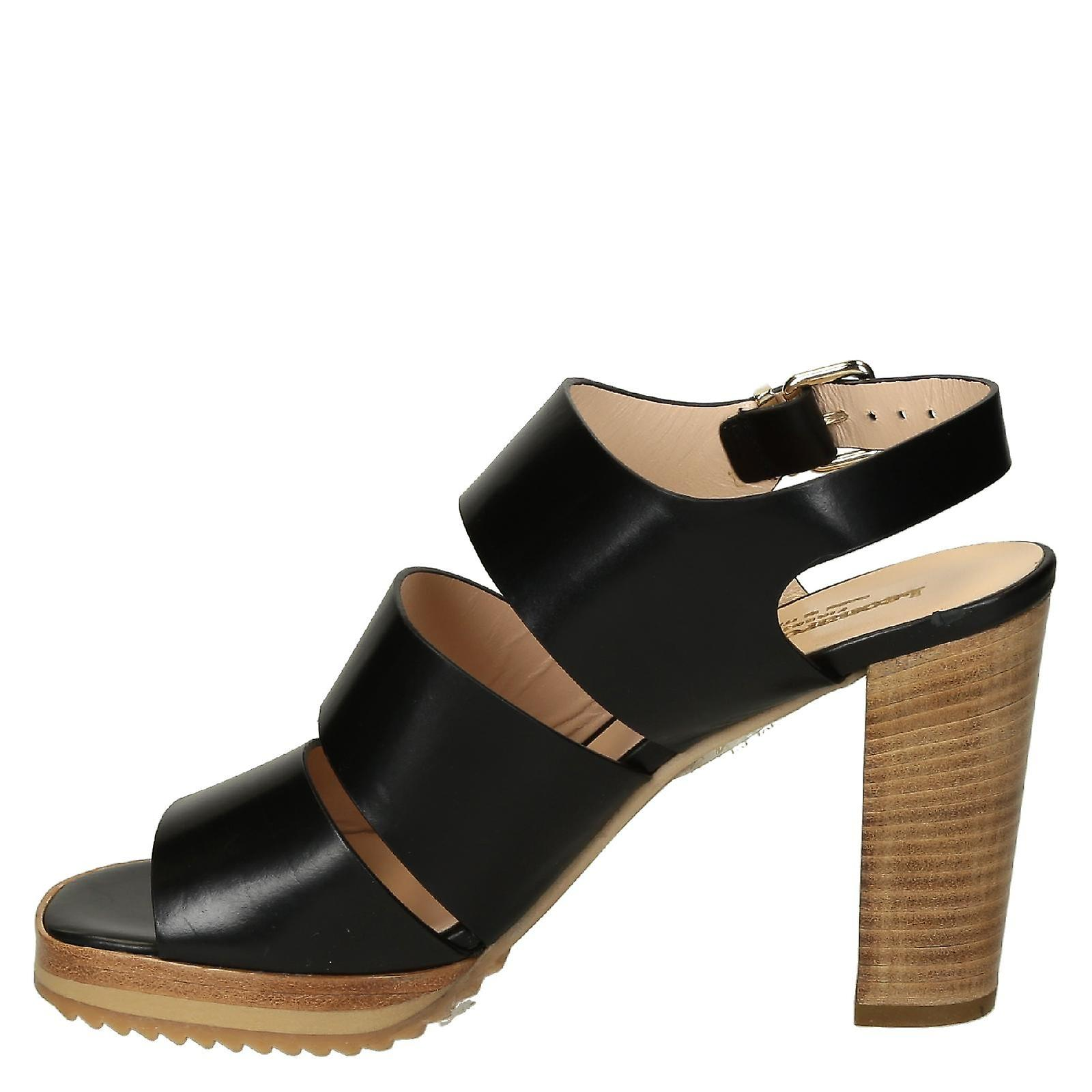 Heeled sandals with platform in black strappy leather
