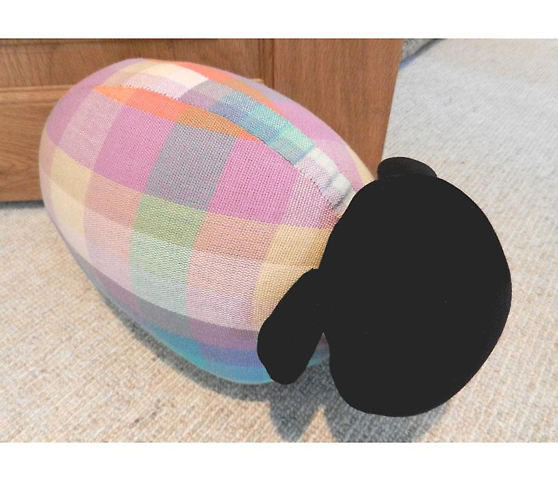 Elma Check moutons porte Banger / Doorstop par Monica Richards