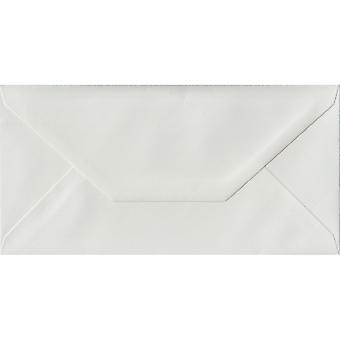 White a jeté gommées DL colorés enveloppes blanches. 100gsm FSC papier durable. 110 mm x 220 mm. banquier Style enveloppe.