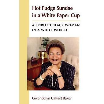 Hot Fudge Sundae in una tazza di carta bianca - una donna di colore vivace in un Wh