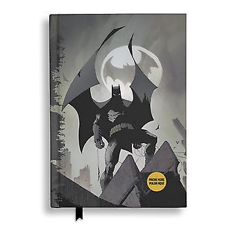 Cahier de Batman avec fonction lumineuse logo livre relié, 120 pages, lié, damier, avec des signets.