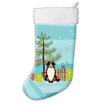 メリー クリスマス ツリーはバーニーズ ・ マウンテン ・ ドッグのクリスマスのストッキング