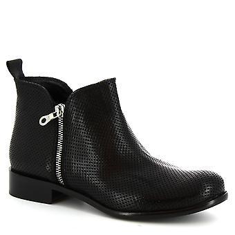 Leonardo skor kvinnors Halvstövlar handgjorda i svarta genombrutna kalvskinn