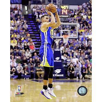Stephen Curry 2016-17 Action Photo Print (8 x 10)