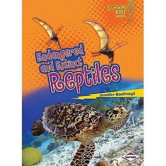 Endangered and Extinct Reptiles (Lightning Bolt Books Animals in Danger)