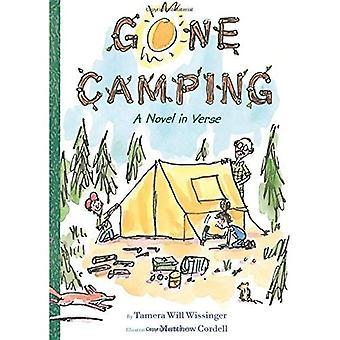 Camping gegangen: Ein Roman in Versen