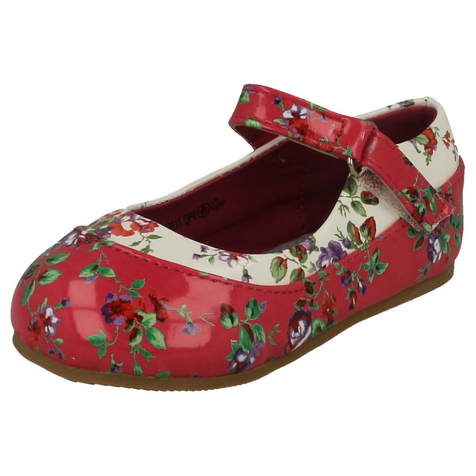Mädchen-Spot auf florale Dolly Schuhe