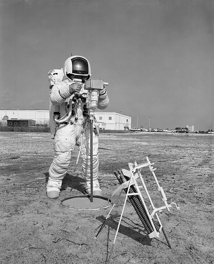 apollo 13 astronauts - 810×1000