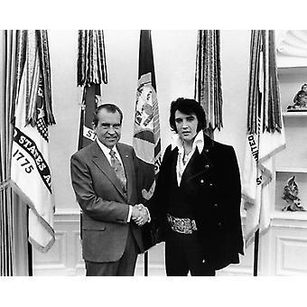 Элвис Пресли встречает президент Ричард Никсон 21 декабря 1970 плакат печати МакМахан Фото Архив (10 x 8)