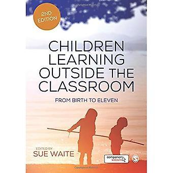 Enfants apprennent à l'extérieur de la salle de classe: de la naissance à onze