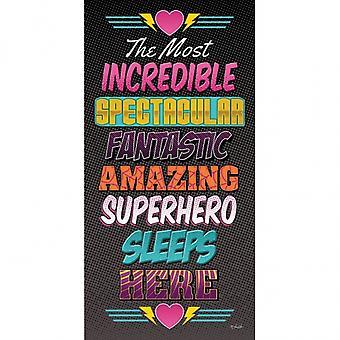 Super héroe duerme aquí imprimir cartel por Lauren Rader (9 x 18)