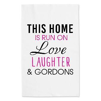 Этот дом выполняется на любовь смех и Гордонс белое полотенце чай