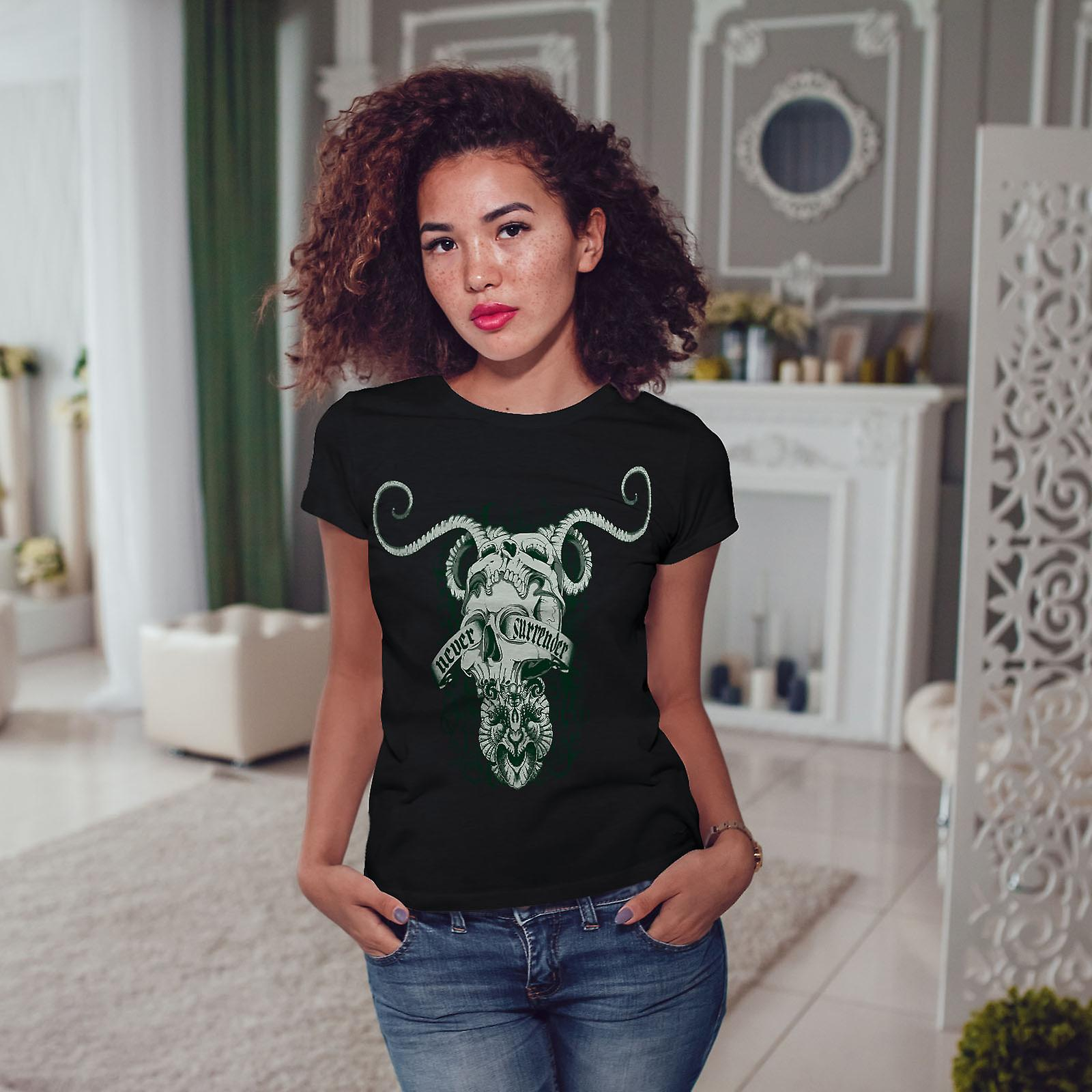 Never Surrender Art Skull Women BlackT-shirt | Wellcoda