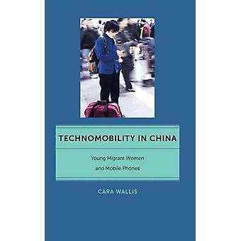Technomobility i Kina - unge indvandrerkvinder og ambulant telefonerer af bil