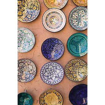 Marokkanische Teller Ensemble Kunsthandwerk Ouarzazate südlich des hohen Atlas Marokko Poster Print von Walter Bibikow