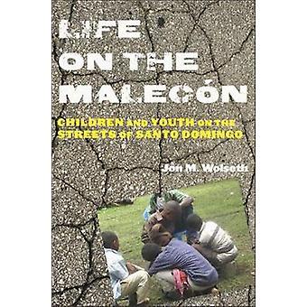 Vida em Malecn crianças e jovens nas ruas de Santo Domingo por Wolseth & Jon M.