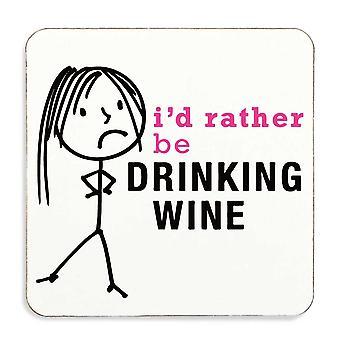 Las señoras más bien bebiendo vino montaña