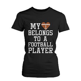 Mit hjerte tilhører en fodbold spiller Graphic Tee-kvinders sjove erklæring sort T-Shirt