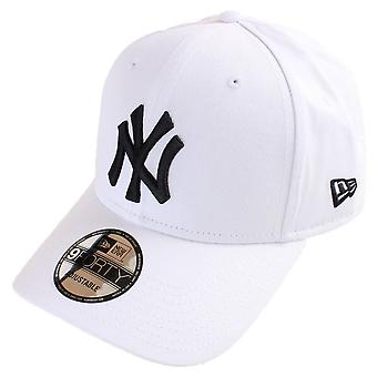 New Era 9FORTY League Essential New York Yankees Cap - Optic White/Black