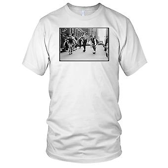 Skate Boys - B&W Skateboarder Skateboard Kids T Shirt
