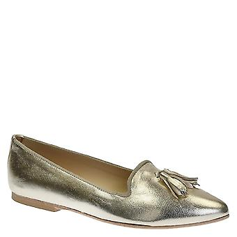 Flats pointed toe loafers with tassels in platinum leather