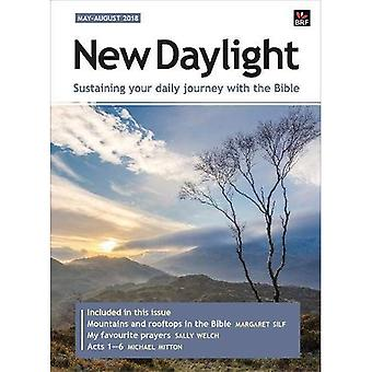 New Daylight Deluxe edition� May-August 2018: Sustaining� your daily journey with the Bible (New Daylight Deluxe)