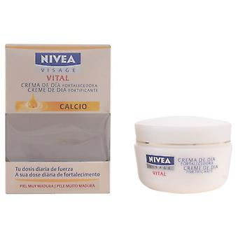 Nivea Vital Moisture Replenishing Day 50 Ml