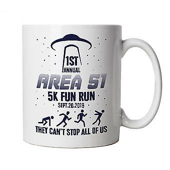 Område 51 sjovt løb, krus | Alien Groom Lake Nevada Homey lufthavn UFO | Gamer Computer Tech Comic fantasy nørd Geek retro | Sci-Fi fladt jord samfund Geek Cup gave