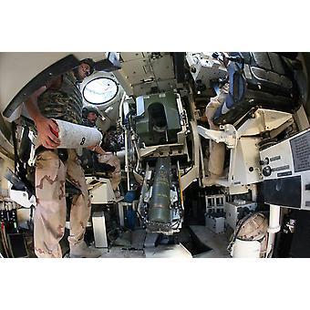 Nederlandske troppene lasting en howitzer tank i Uruzgan Afghanistan Poster trykk av VWPicsStocktrek bilder