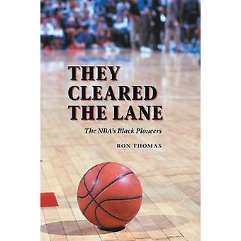 They Cleared the Lane The NBAs Black Pioneers by Thomas & Ron