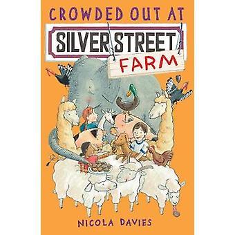 Overvol op Silver Street farm door Nicola Davies & Katharine McEwen