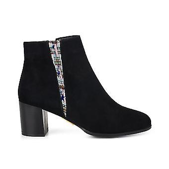Gloucester saffron shoes