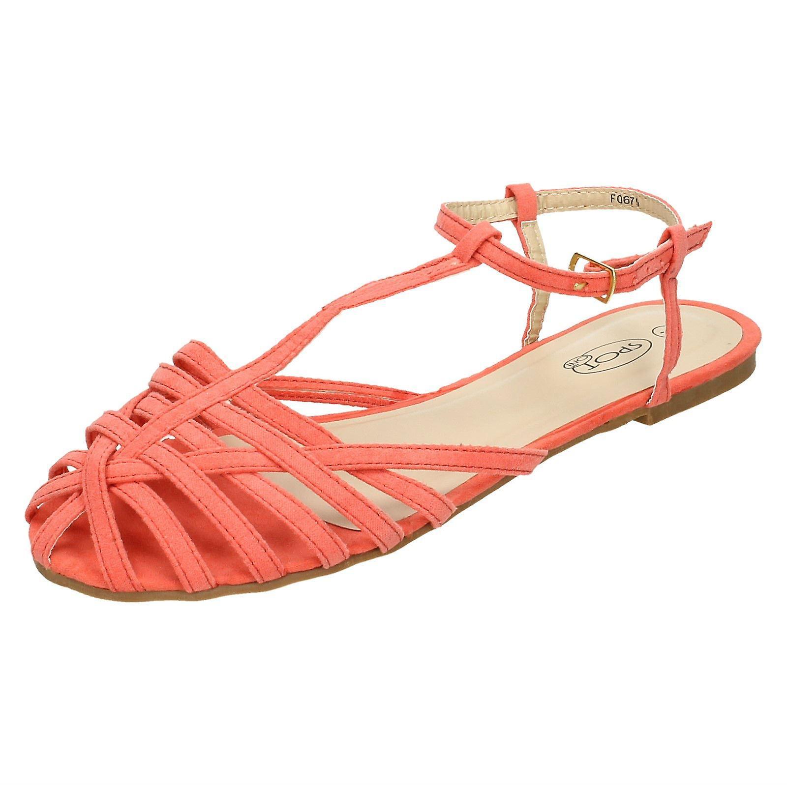 Ladies Spot sul piatto Strappy T Bar sandalo